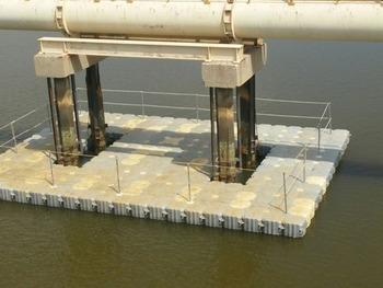 Plataformas flotantes para embarcaciones